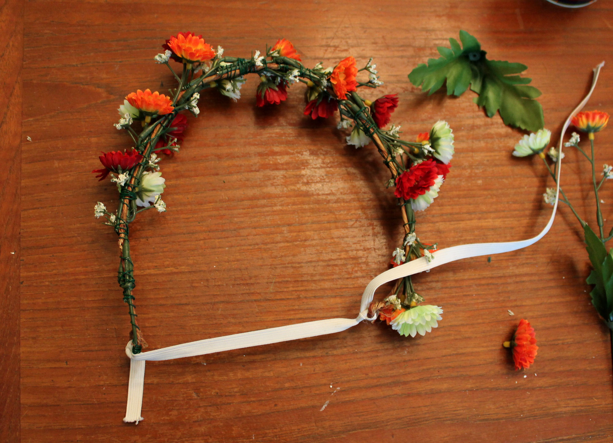 Tutorial how to make a flower crown the feminine review tutorial how to make a flower crown 6 dhlflorist Choice Image